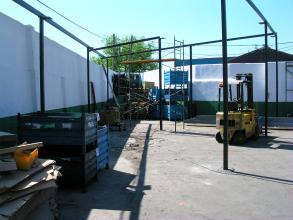 PILARES METALICOS ESTRUCTURALES 100 X 100 X 3MM SOLDADO A PLACAS DE BASE 300 X 300 X 10MM REPARTIDOS CADA 6 MT.