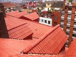 Rehabilitación de cubierta consistente en retirada de tegola y posterior colocación de teja