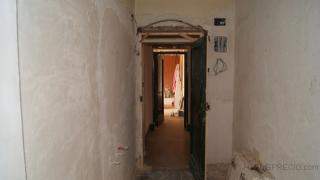 Picado de paramentos , demolicion de puertas y ventanas y apertura de rozas para electricidad, fontanería y calecfacción