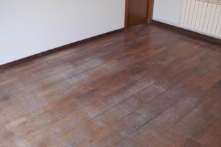 Como se puede apreciar en la foto el suelo esta muy desgastado,eso no significa que no se pueda pulir ya que tiene para 3 pulidos