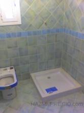 """Para la realización del cuarto de baño se utilizaron azulejos de la casa """"Gres Catalán"""". Como curiosidad mencionar la colocación a cartabón de la cenefa hacia arriba y replanteo de la misma , llegando a todas las esquinas con piezas enteras. Las ventana oscilobatiente de Serie Perimetral,"""
