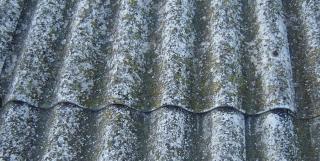 Antigua cubierta de Uralita con contenido de fibrocemento.
